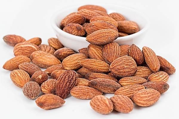 almonds-1768792_1280.jpg