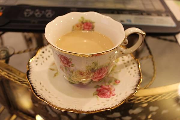 熱心的調飲師請的奶茶