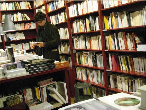 書店裡的路易卡瑞.jpg