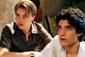 louis-garrel-e-michael-pitt-in-una-scena-di-the-dreamers-395.jpg