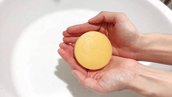 京都限定販售,收斂毛孔的胡蘿蔔梗及淨白的甘草萃取物等成分。細緻保濕、絲綢般綿密的泡沫,柔滑洗淨肌膚,天然的桂花香氣,增加人際關係UP! UP!
