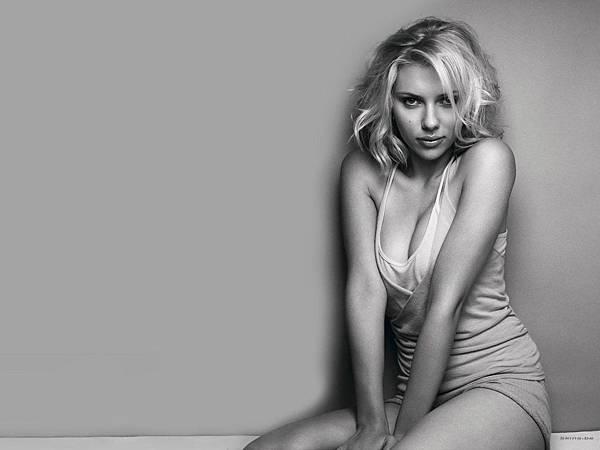 Scarlett Johansson Wallpaper 03