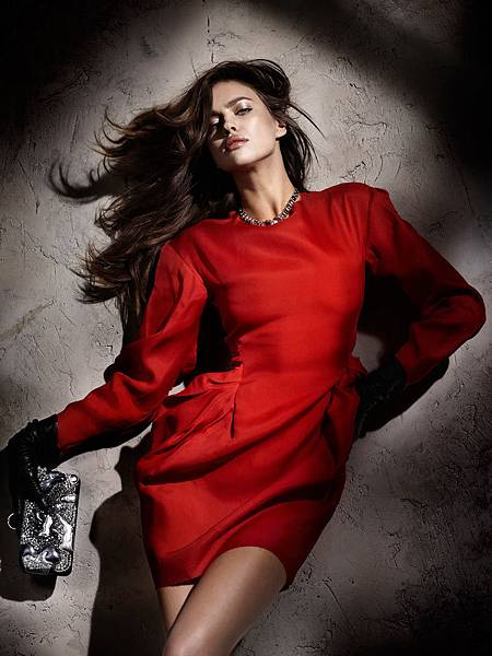 images_2011_12_1_irina_shayk1_the_woman_in_red