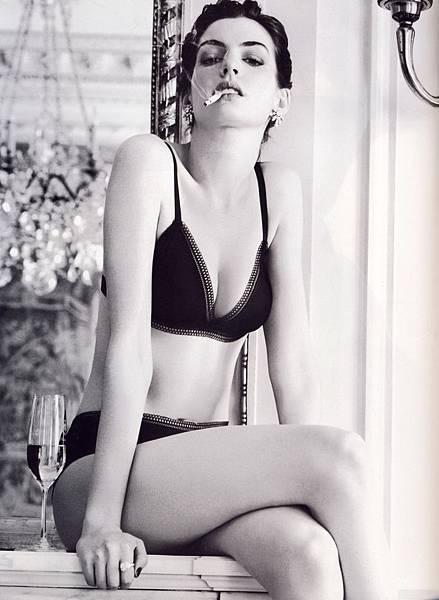 Anne Hathaway 48
