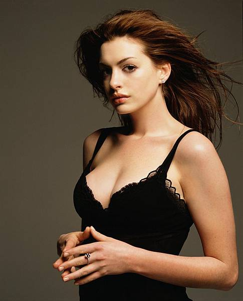 Vanity-Fair-Photoshoot-HQ-anne-hathaway-3495884-2068-2560