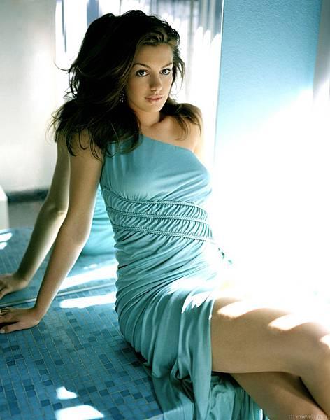 2006-03-30-Anne.Hathaway.by.Nicholas.Samartis.HQ.06