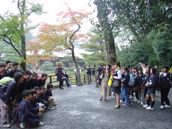 金閣寺--小學生拍全體照
