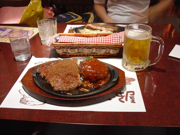 超好吃漢堡排+牛排+啤酒.JPG