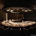 但馬家鐵板燒12人座包廂,桌面為義大利黑網石(橫).JPG