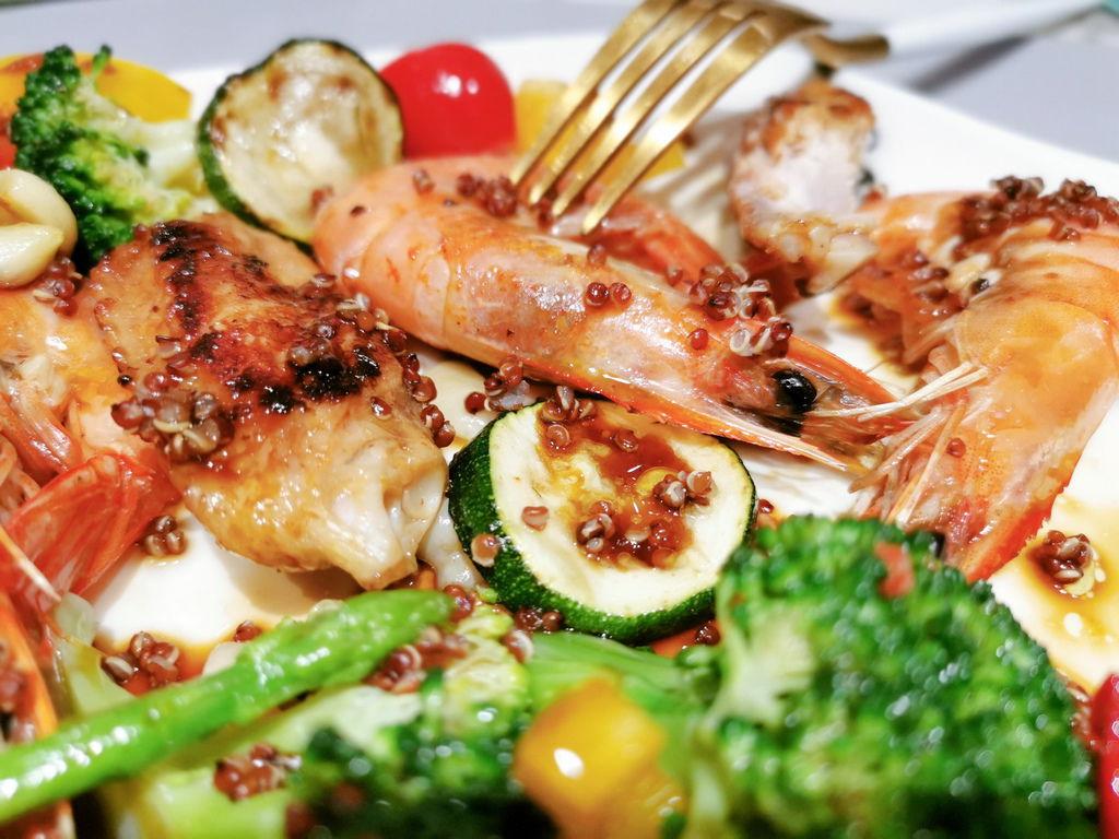 紅藜麥烤明蝦雞翅溫沙拉