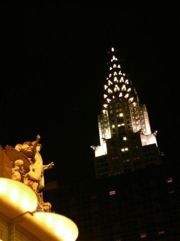 八月紐約克萊斯勒大樓夜景.JPG