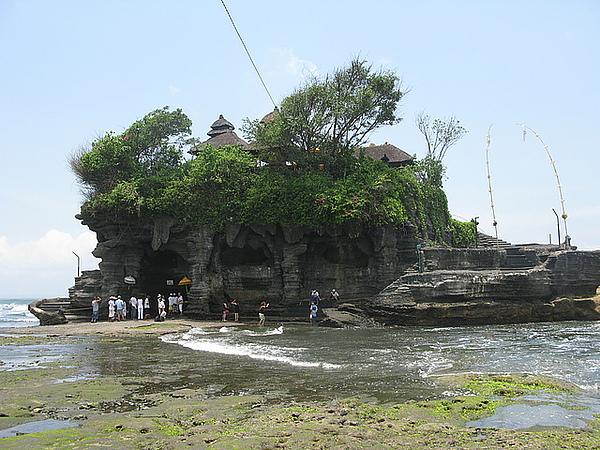 著名的海神廟矗立在眼前