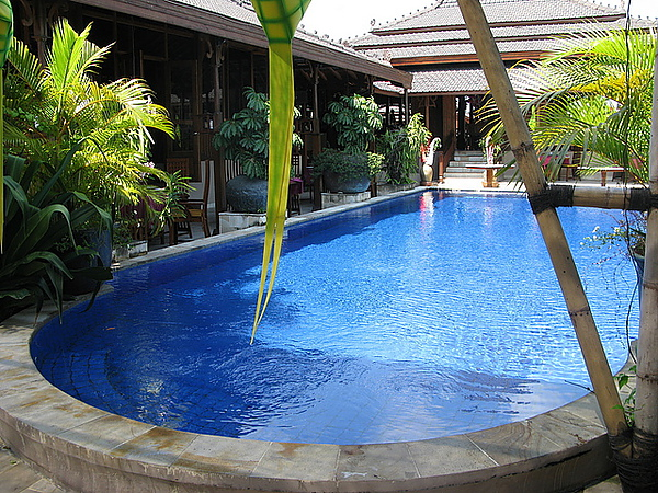 可以游泳的露天池喔!