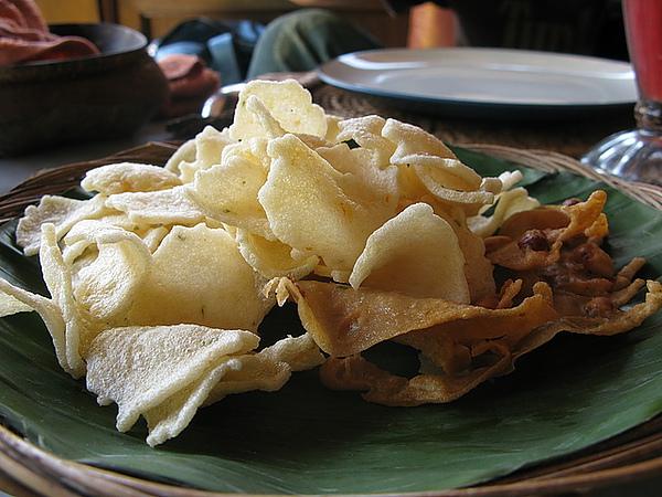 峇里島的餐都會附上這項點心,還不錯吃,比我們台灣的蝦餅好吃耶!