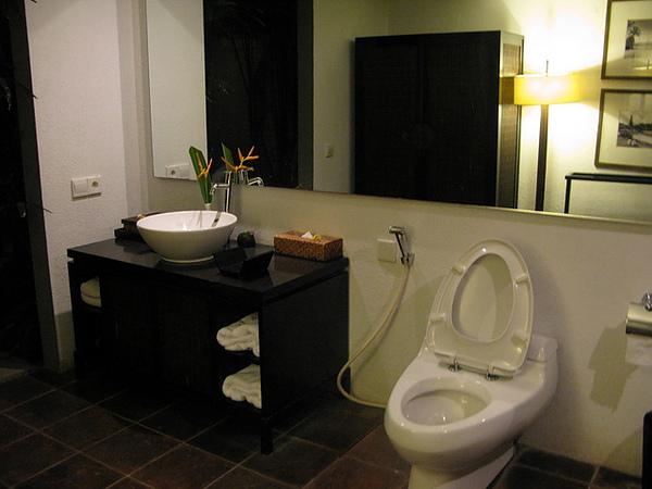 MAYA LOKA 晚上的廁所 採開放式的喔