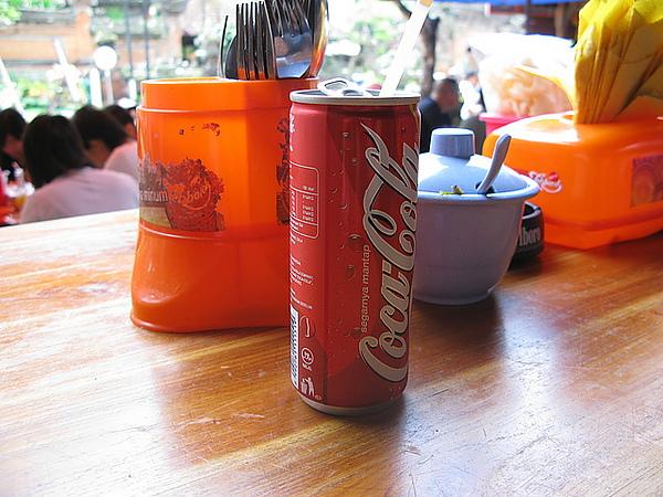 cola是細長型瓶罐喔!