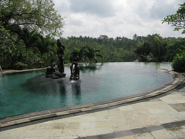 villa裡的造景水池,超美的喲!!