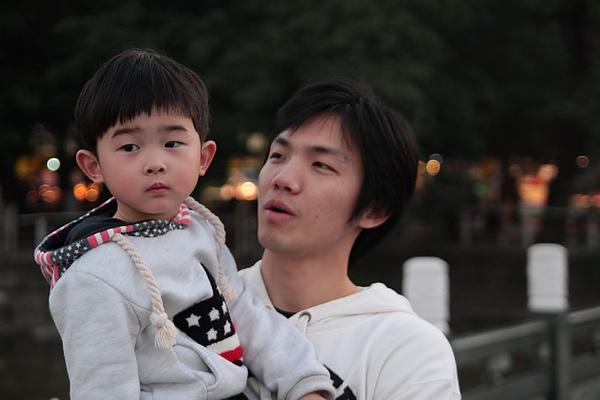 小米跟他舅舅.jpg