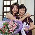 ann和老媽(此時典禮已經結束啦)