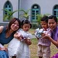 小花童和媽媽合照