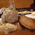 豬頭的肉排和麵粉球