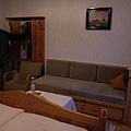 還有小沙發, 也可以變成床唷
