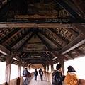橋上樑柱畫著不同的故事