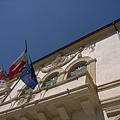 市政廳前的旗子