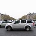 車太多了  前面是香榭麗舍大道