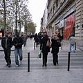 發現法國人幾乎都穿全黑的!!
