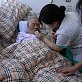 20070722 外婆吃藥1.JPG