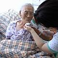 20070722 外婆吃藥2.JPG