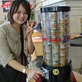 Becky with 橄欖罐頭販賣機