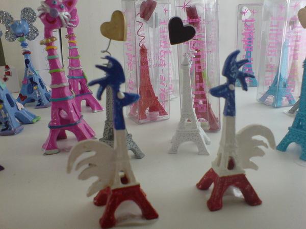巴黎鐵塔變公雞了!~~