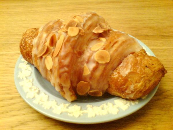 好可愛的杏仁croissant 哦~