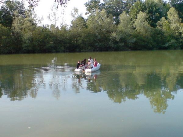 老師家的湖可以划船呢