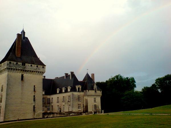 彩虹連到城堡了