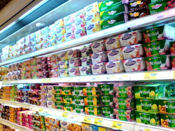 法國人真的很愛乳製品~~~整片都是yogurt~