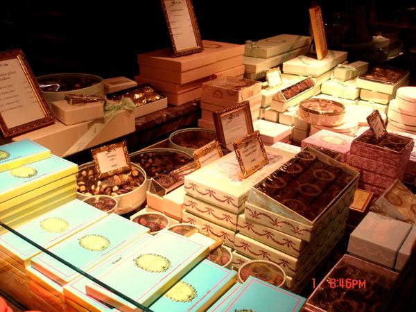 很多美麗的盒子..