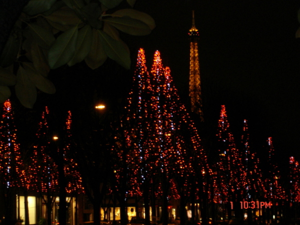 香榭與鐵塔......聖誕節的氣氛特別不一樣
