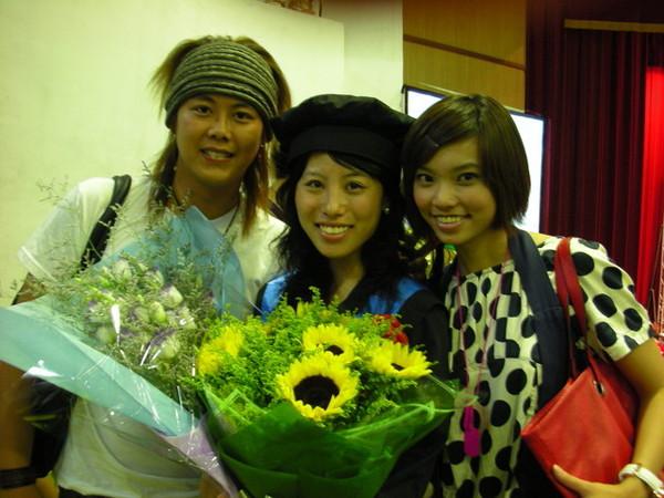 哈!!大家都畢業了!!