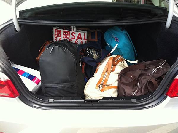 出發囉!滿滿的行李!