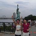 迷你自由女神像與彩虹大橋