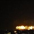 23:55大佳河濱公園的煙火開始施放了
