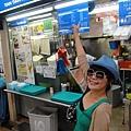 只好先去麥斯威熟食攤找鼎鼎大名的天天海南雞!