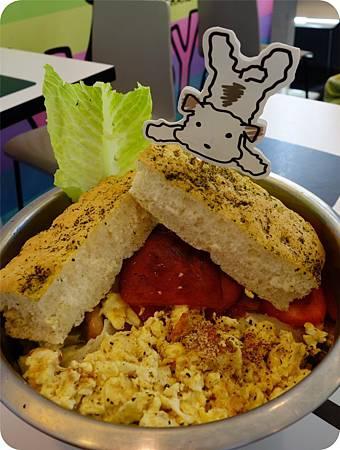 超大一碗的早午餐沙拉