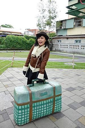 每個行李箱都照了一百張