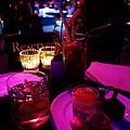 酒精飲料喝到吐!馬卡龍不錯吃!
