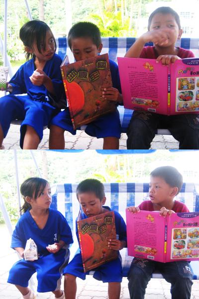低年級小朋友在可愛搖椅上看書!!