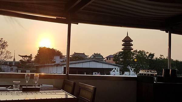 遊船-夕陽.jpeg